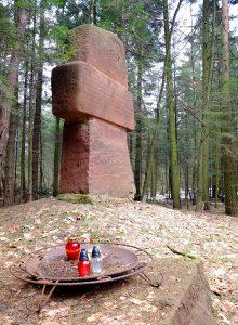 16-pomnik-czerwony