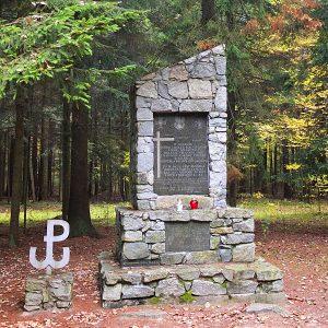 17-pomnik-ak